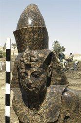 В Египте нашли очередную древность – статую фараона Аменхотепа III