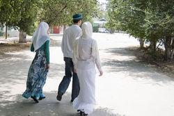 Узбекские чиновники страдают за многоженство