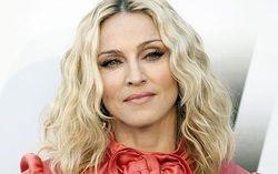 Мадонна доверяет свою безопасность только женщинам