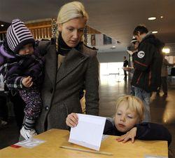 Зачем избиратели Латвии клали в конверты деньги?