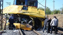 автобус и столкнулся с поездом