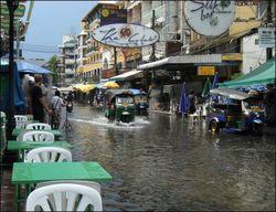 Для отвода воды из Бангкока инженеры предлагают взорвать дороги