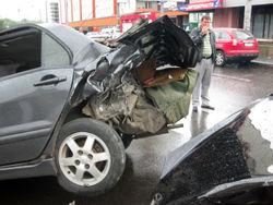 Несколько машин пострадали от столкновения в Киеве