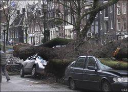 Ураган изменил новогодние планы жителей городов России