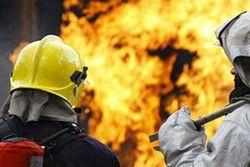 Крупный пожар произошёл на складе строительных материалов в Севастополе