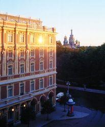 """Правительство Москвы продаст """"доли города"""" в гостиницах и офисах"""