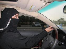 В Саудовской Аравии начали задерживать женщин за вождение автомобиля