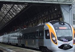 Азаров обещает уменьшение стоимости билетов