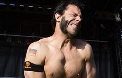 Казаки едва не задушили басиста Bloodhound Gang флагом США