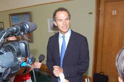 Британский посол ездит на метро и велосипеде