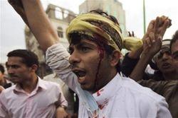 Демонстранты взяли штурмом посольство