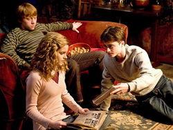 Дэниел Рэдклифф напишет книгу с помощью «мамы» «Гарри Поттера»