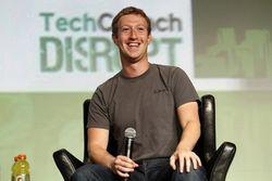 Facebook начал переманивать