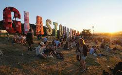 Британка родила на фестивале в Гластонбери под песню Rolling Stone