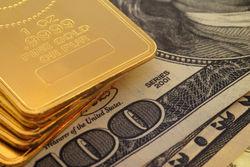 Эксперты об обвале рынка золота и будущем доллара США
