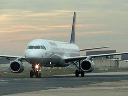 Боинг совершил аварийную посадку в Новосибирске