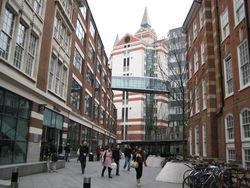 Прибыль LSE сокращена, а выручка выросла