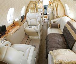 самолет, отделанный золотом