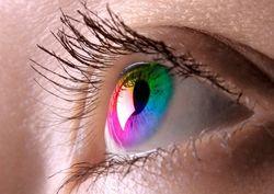 Опасность цветных контактных линз