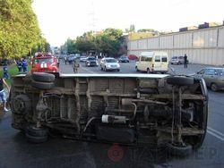 перевернулся микроавтобус