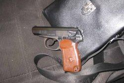 Гражданин России лишился джипа и двух пистолетов
