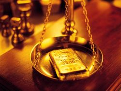 Золото дешевеет