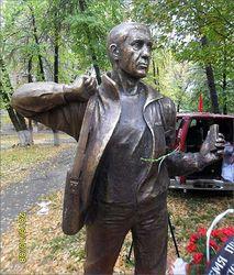 Памятник погибшему журналисту