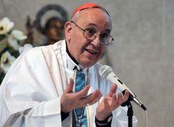 Ватикан отвергает обвинения о связи Франциска с деятельностью военных
