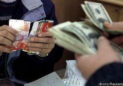 Доллар по отношению к евро падает