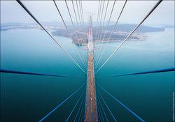 движение на новом мосту во Владивостоке