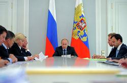 Путин критикует Медведева за бюджет-2013