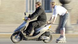 В Думе хотят объявить скутеры вне закона