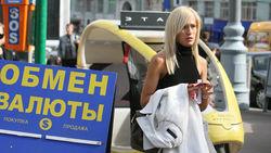 Почему россияне бросились скупать валюту