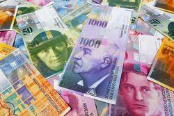 Швейцария ослабляет банковскую тайну