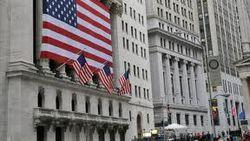 Биржи США начали понедельник с падения индексов