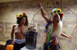 Активистки Фемен перевернули кубок Евро-2012