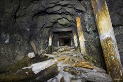 Мальчик упал в ствол неработающей шахты