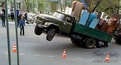 грузовик встал на дыбы