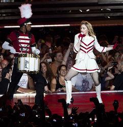 Мадонна стреляла в зрителей
