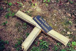 В Латвии вандалы осквернили могилы