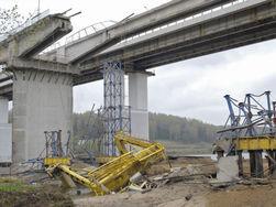 Рухнул автомобильный мост