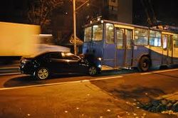 Форд столкнулся с троллейбусом