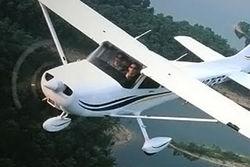 Легкомоторный самолет экстренно сел на озеро