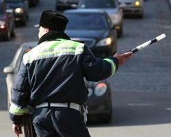 В Одессе водитель напал на гаишников с ножами