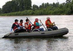 туристы на лодке