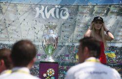 FEMENка сбросила и поломала кубок Евро-2012