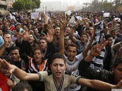 В ходе ночных столкновений в Каире 1 человек погиб, десятки получили ранения