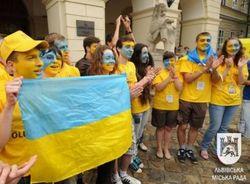 Волонтеры из Львова разрисовали свои лица.