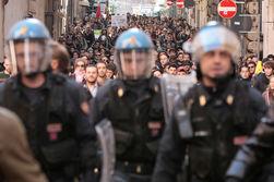 Студенты устроили массовый протест