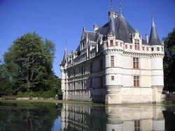 Во Франции началась массовая распродажа замков
